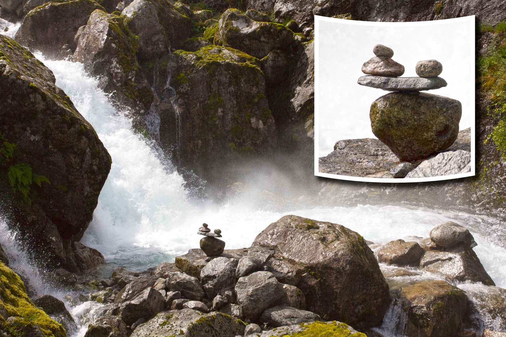 Steinmännchen Balance Wasserfall