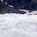 Eine Gruppe vor uns auf dem Gletscher