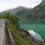 Straße am Gletschersee