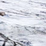 Gletscher mit Stein