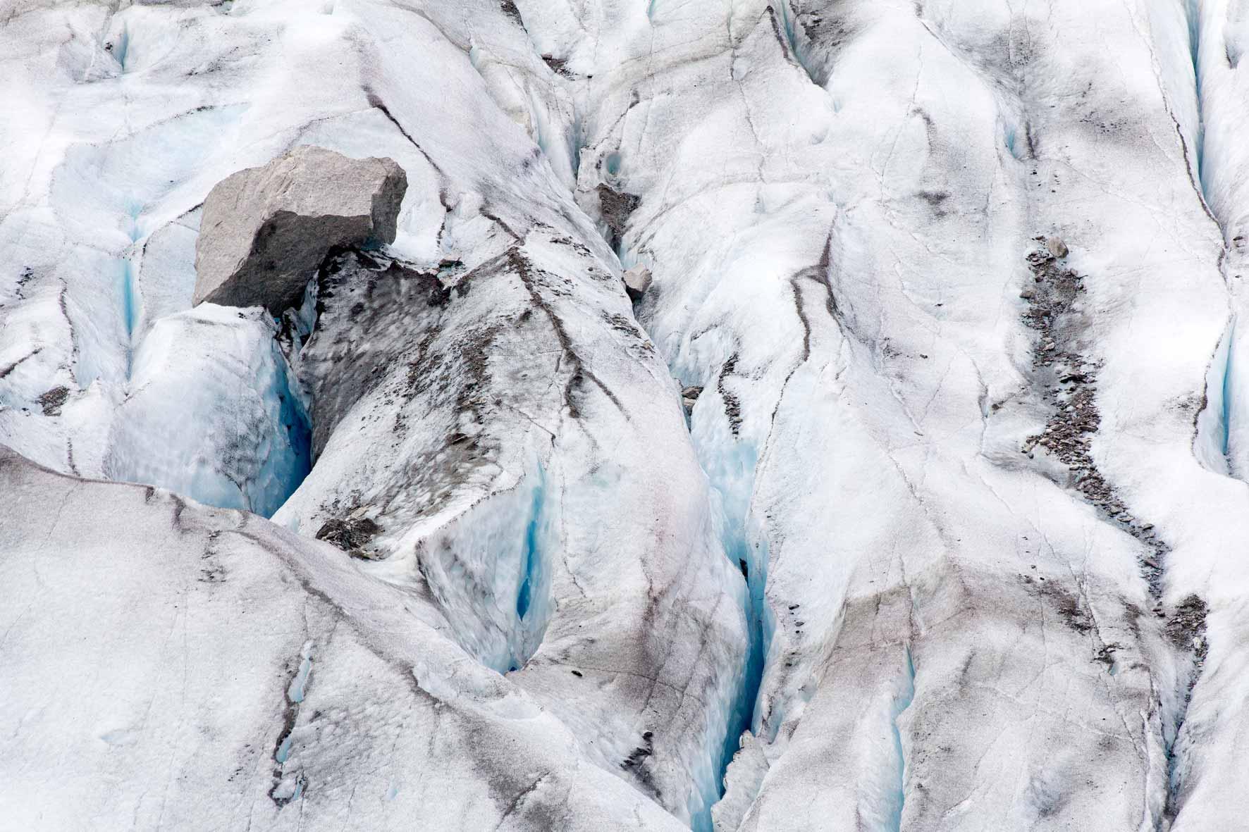 Stein auf dem Gletscher Austerdalsbreen