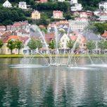 Fontäne im Stadtsee Lille Lungegårdsvannet in Bergen